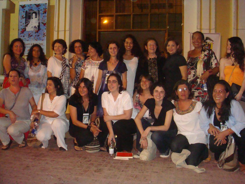 Mujeres Poetas en la Plazoleta del Centro Cultural - Encuentro de Mujeres Poetas