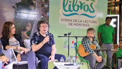 Foto feria de la lectura montería 2018 hombre habla en el microfono