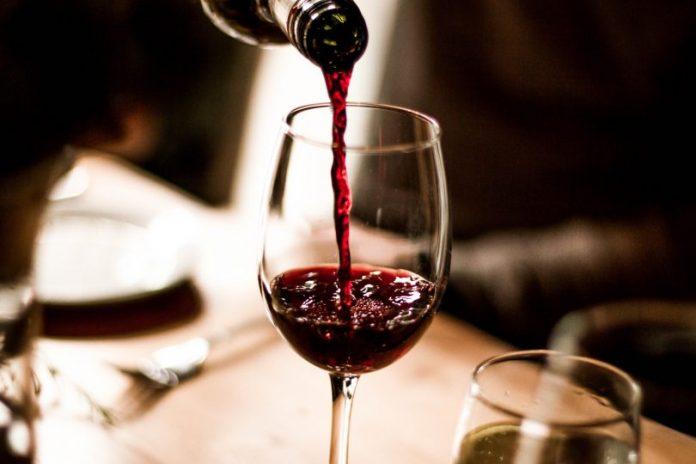 una copa de vino al día es buena para la salud, El vino alarga la vida, La Guía de Montería
