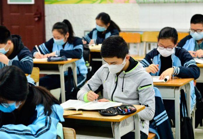 Colegios y universidades regresan a clase en agosto