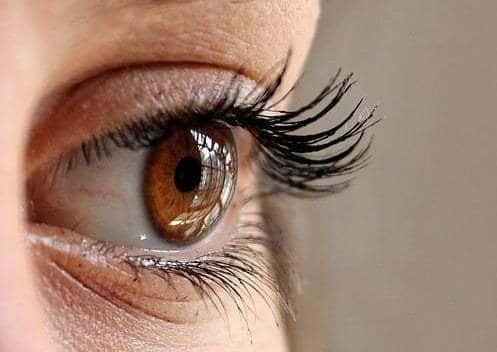 Los ojos, posible vía de contagio de Covid19