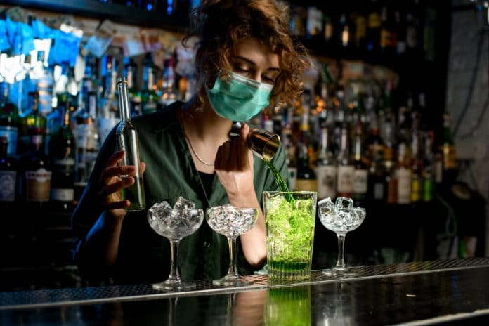 Aprueban en Colombia planes pilotos para la apertura de bares
