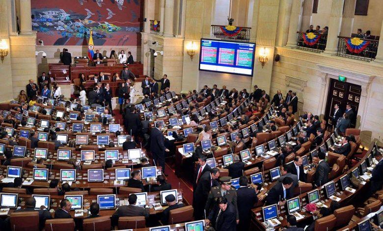 Suben el salario de los congresistas en Colombia