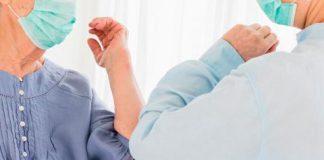 La OMS recomienda no saludar con el codo