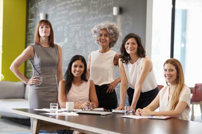 Mujeres empresarias y compañías TIC podrán acceder a créditos