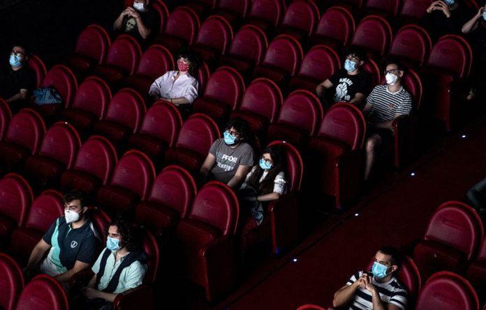 Minsalud expide nuevo protocolo de bioseguridad para cines y teatros