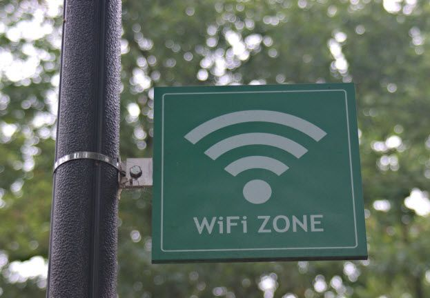 ¿Qué se debe tener en cuenta al conectarse a una red wifi pública?