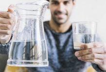 ¿Cómo lograr tomar 6 u 8 vasos de agua al día?