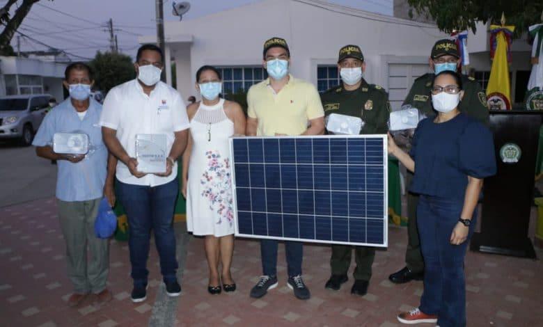 Entregan alarmas en Montería que se alimentan de energía solar