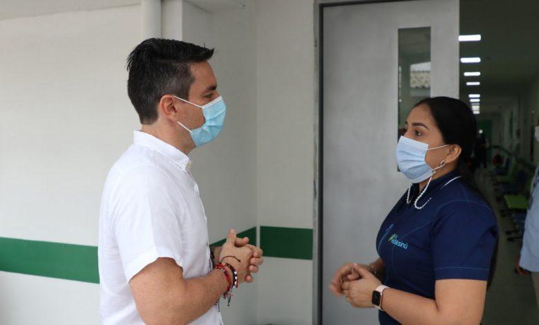 Alcalde recorrió hospital donde iniciará el Plan Nacional de Vacunación