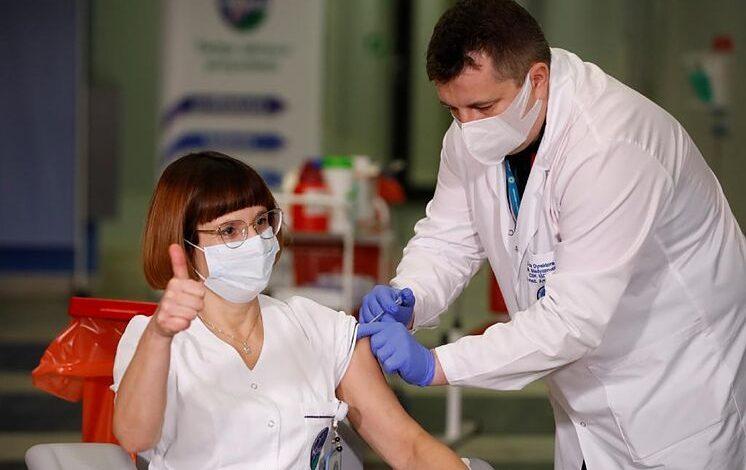 El mundo tiene menos contagios y más personas vacunadas