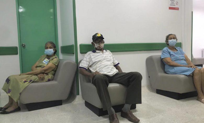 La próxima semana inicia la vacunación masiva a adultos de 75 a 79 años