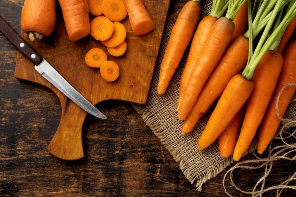 Según le indica la nutricionista Anabel Aragón a la Agencia EFE, la zanahoria es un alimento que, además de aportar energía y fibra, es una fuente indiscutible de vitamina A, esencial para la vista, el sistema inmune y la reproducción.