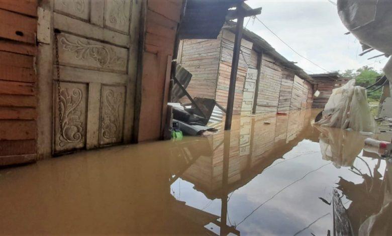 Montería no ha escapado de la ola invernal que desde hace unos días azota a varios municipios de Córdoba y que tiene a más de la mitad de ellos en calamidad pública por inundaciones. Específicamente las zonas de Zarabanda y Nuevo Milenio, en el suroccidente de la ciudad.