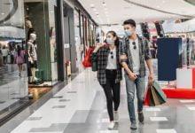 Recientemente, el presidente Iván Duque anunció que en este 2021 los días sin IVA en Colombia se llevarán a cabo el 28 de octubre, el 19 de noviembre y el 3 de diciembre. Esta, al igual que la jornada de 2020, busca potenciar la reactivación económica en el sector comercial y dar a los consumidores la oportunidad de adquirir productos a precios bajos.