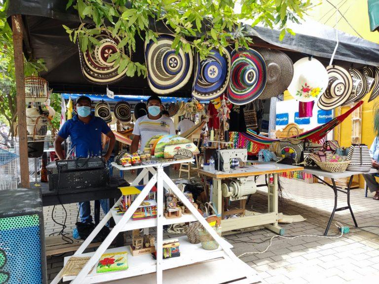 Inició la Feria Comercial y Artesanal del Mercando Central de los Cuatro Patios